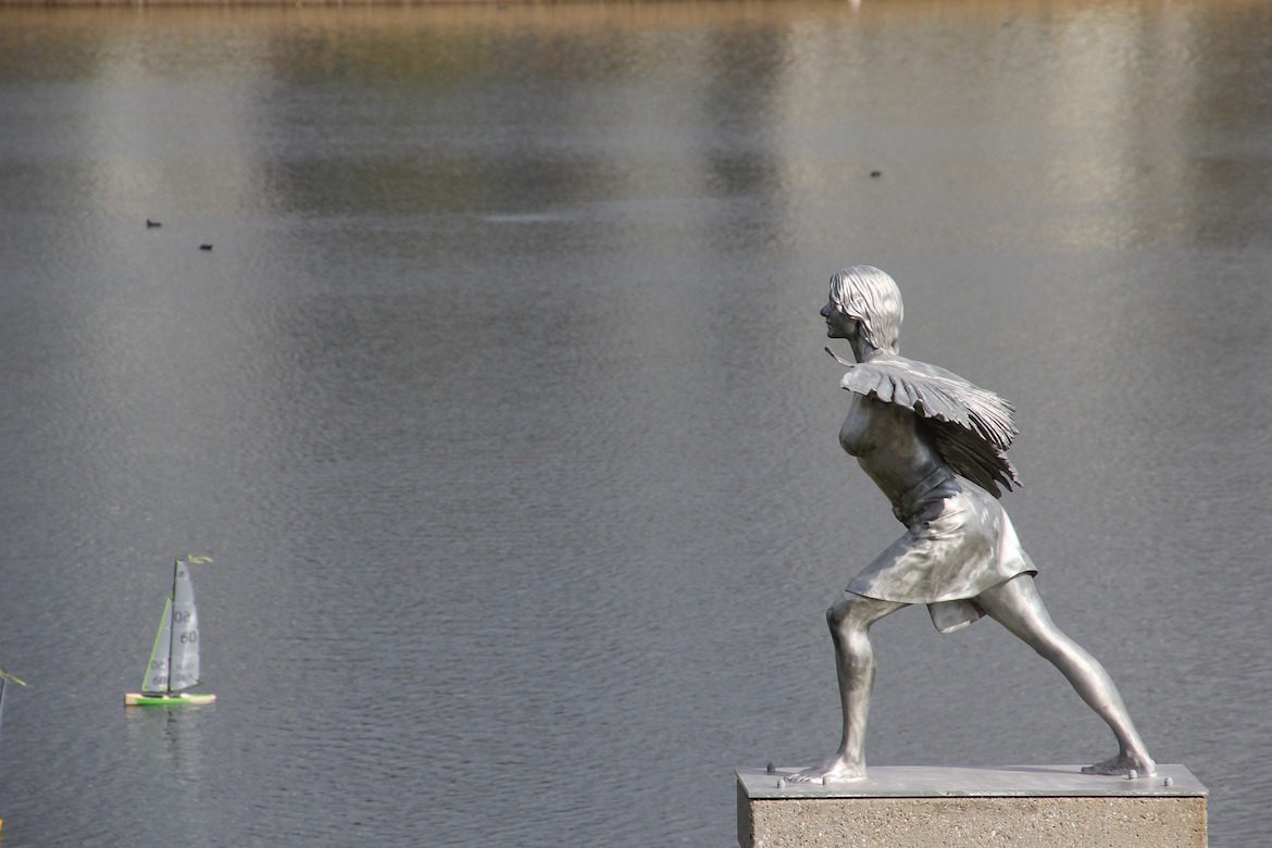 sculpture-angel-lake