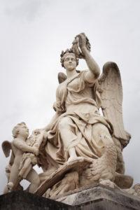 sculpture-of-woman