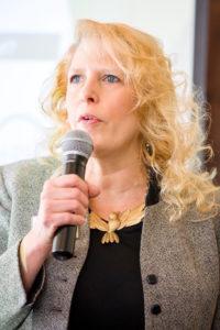 speaker-mature-woman