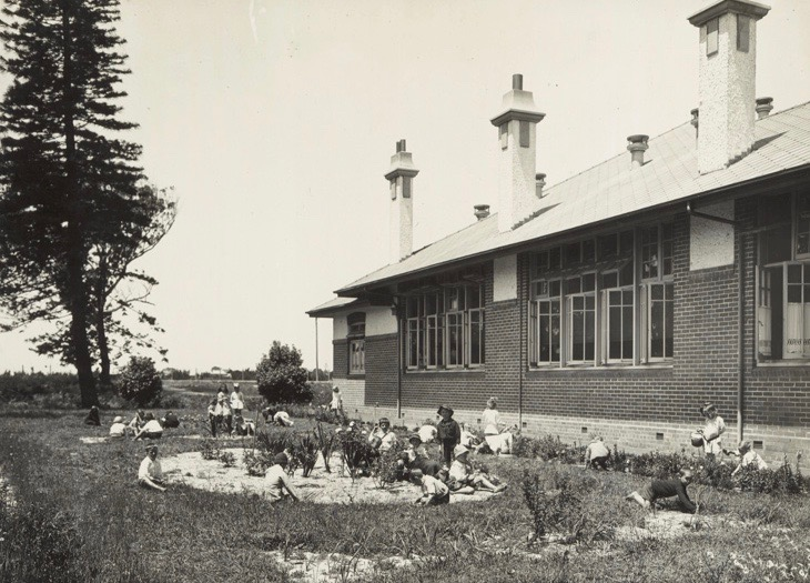 historic-photo-of-brighton-school