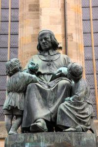 sculpture-storyteller