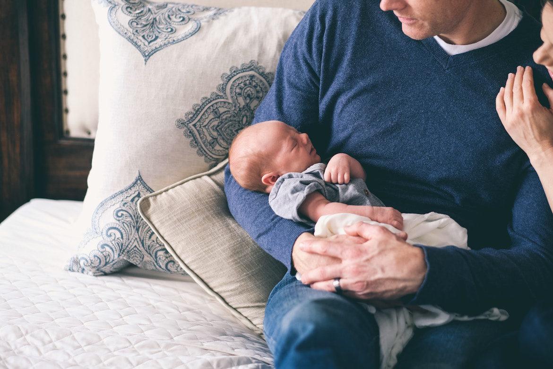 dad-nursing-newborn