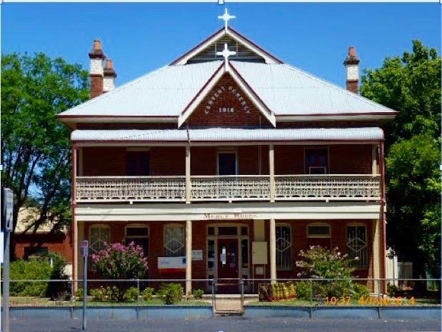 convent-building-warren