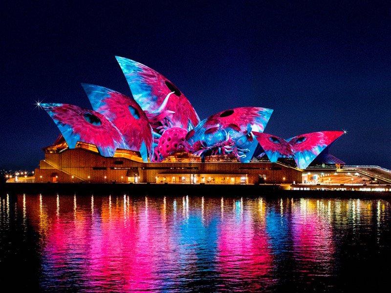 opera-vivid-lights