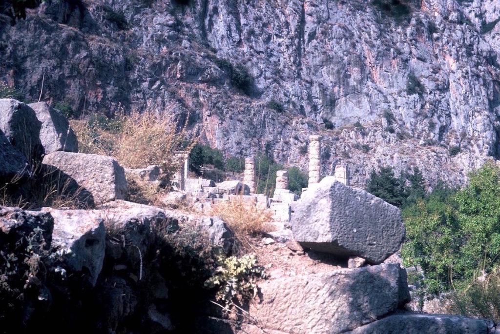 the-sacred-way-delphi
