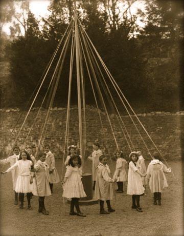 maypole-dancers-ireland