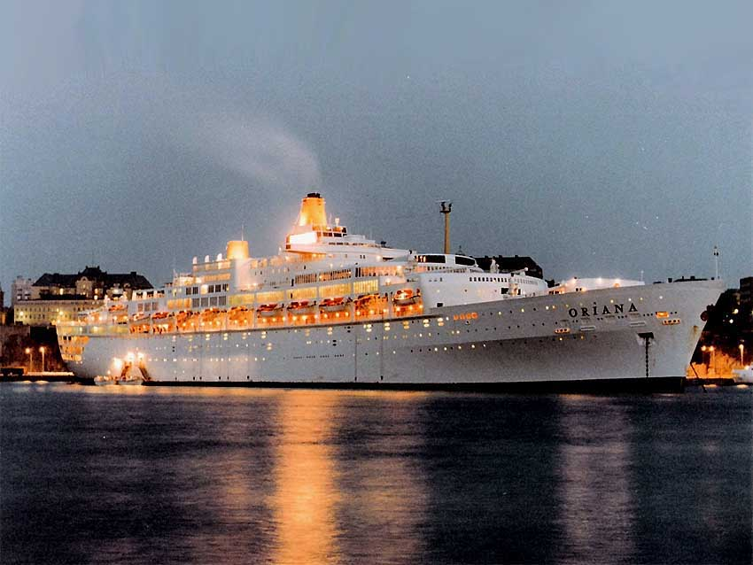 oriana-berthed-white